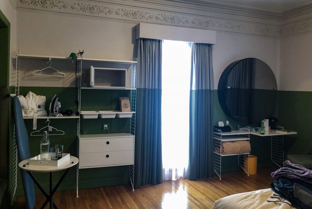 Room at Pug Seal Tennyson