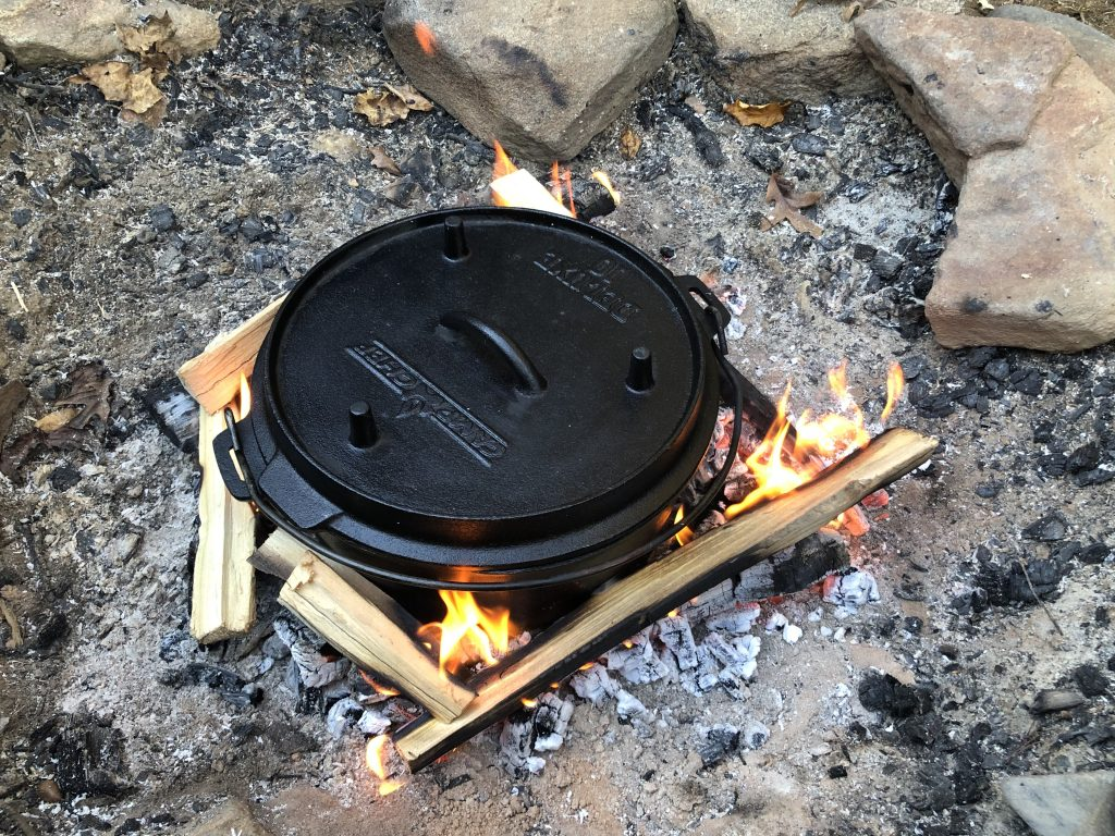 Enota camping dutch oven in fire pit