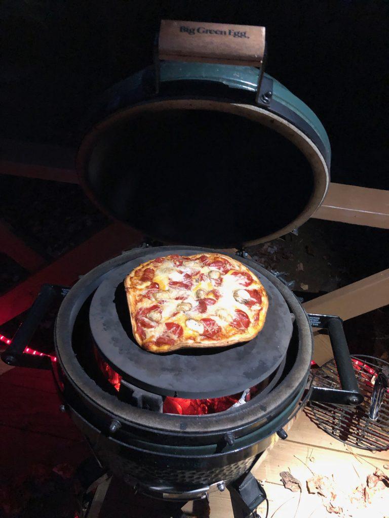 Enota Cooking Pizza on Big Green Egg